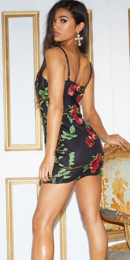Floral embroidered cup detail bodycon dress | Looking for new year outfits ideas? Discover these 35+ New years outfits and new year clothes which are perfect as winter party outfits. party outfits ideas via higiggle.com outfit new year | party outfit night #fashion #style #outfits #party