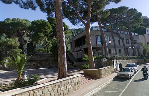 La sirena e il castellano e dopo le scale la casa comunale for Casa comunale