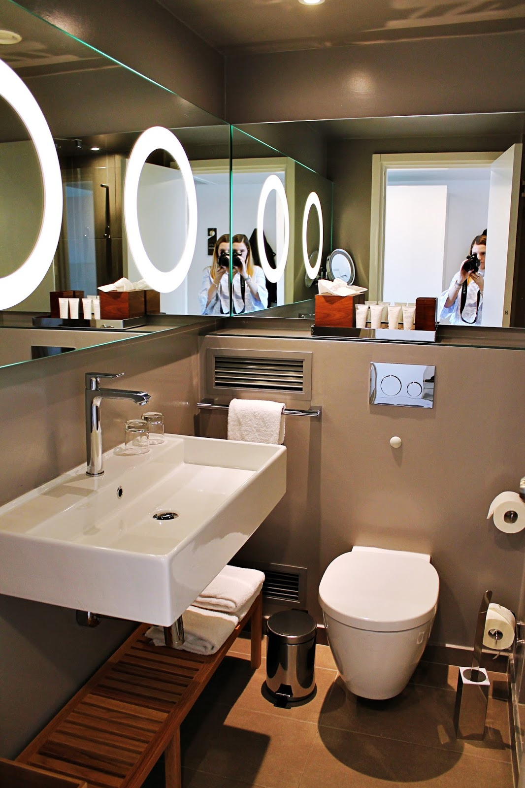 hotel review wyndham grand frankfurt becciqueen. Black Bedroom Furniture Sets. Home Design Ideas