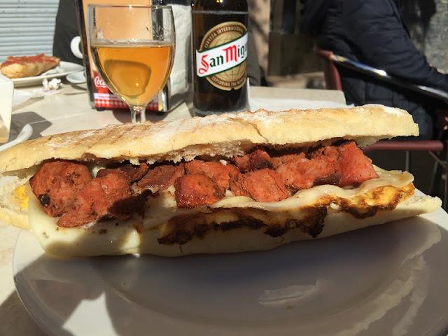 Bar Bremen de Aldaia - Bocadillo de pinchos con queso y huevo frito