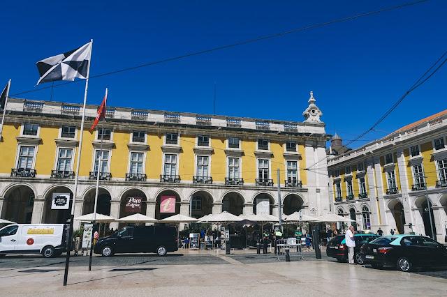 コメルシオ広場(Praça do Comércio)の回廊