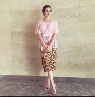 Foto Kebaya Lengan Pendek Raisa Rok Batik Trend 2017
