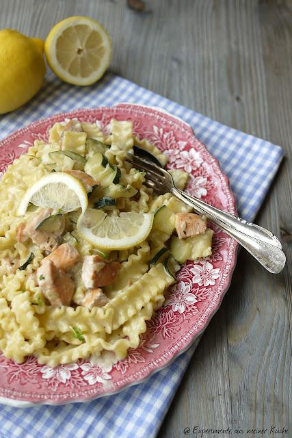 Experimente aus meiner Küche: Nudeln mit Zucchini-Lachs-Soße