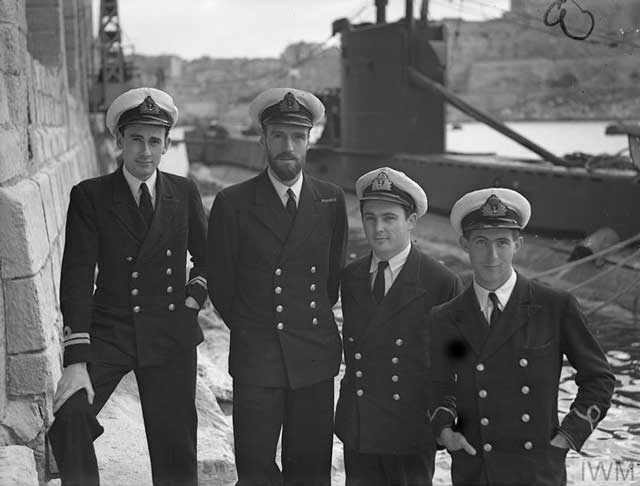 Officers of HMS Upholder, including Lt Cdr Wanklyn, 13 January 1942 worldwartwo.filminspector.com