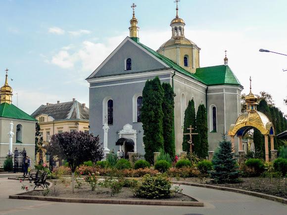 Золочів. Вул. Маркіяна Шашкевича. Воскресенська церква. 1604 р.
