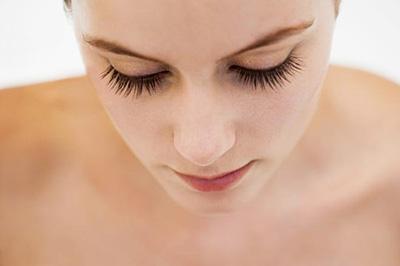 Mách bạn 7 cách làm lông mi dài và dày nhanh chóng tại nhà