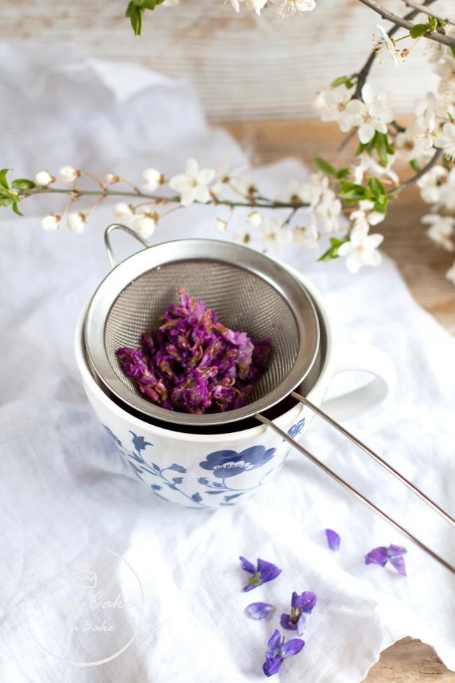 ocet fiołkowy z octu winnego i kwiatów fiołka