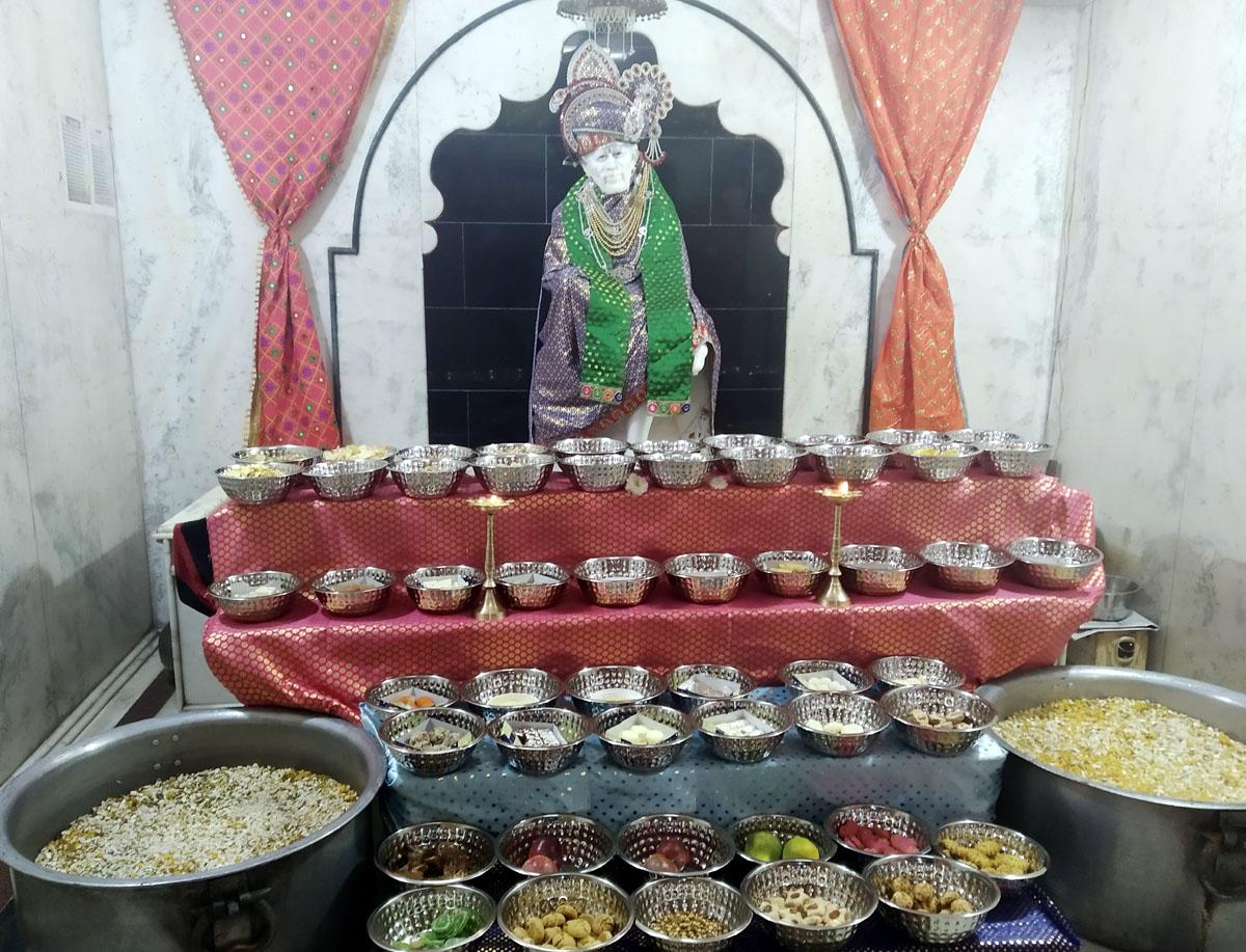 Jhabua Samachar- श्री शिरडी साई मंदिर का 20 वां स्थापना दिवस धुमधाम से मनाया