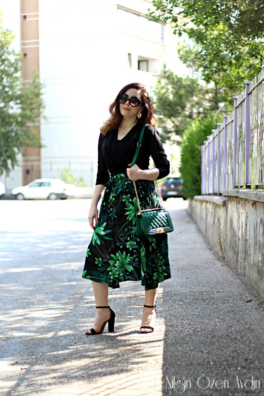Yeşil Çiçek Desenli Etek ve Kruvaze Siyah Şifon Bluz-moda blogu-kadın blogu