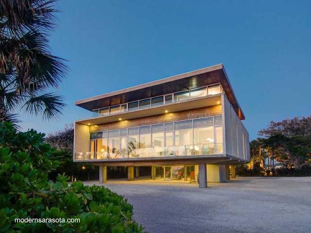 Residencia sobre-elevada de estilo Contemporáneo en Sarasota