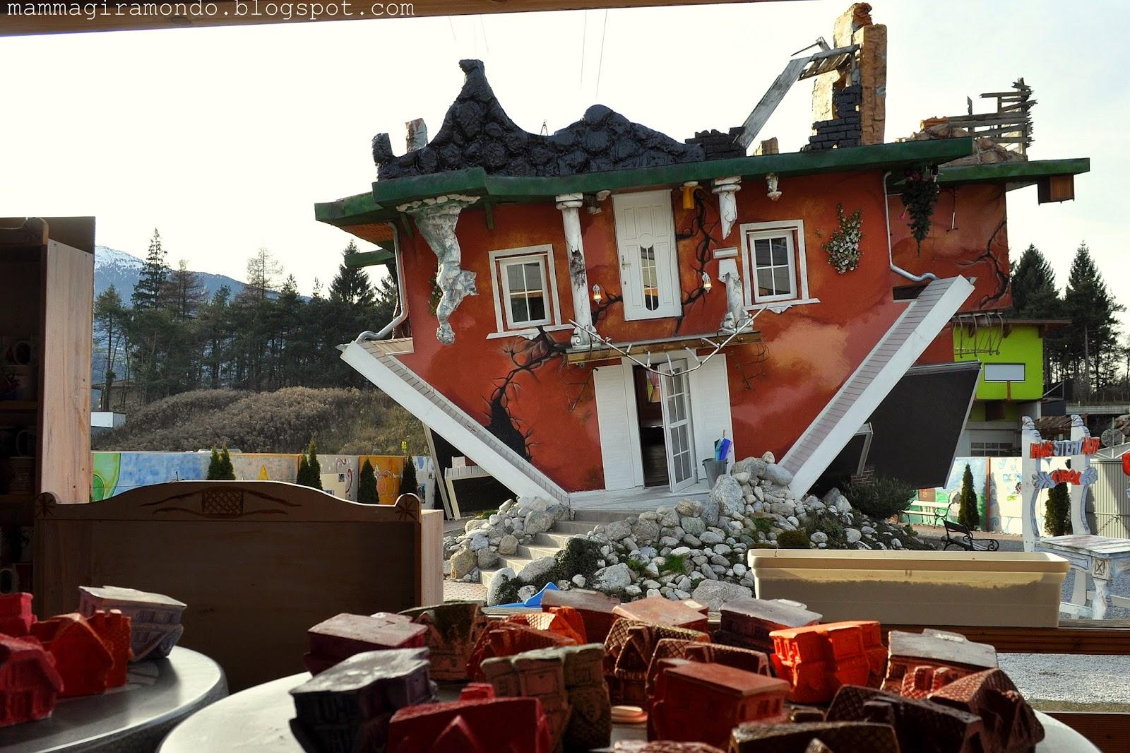 Haus steht kopf la casa capovolta in austria - Casa al contrario ...