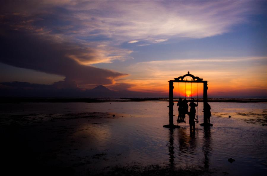 Pemandangan matahari terbenam di Lombok