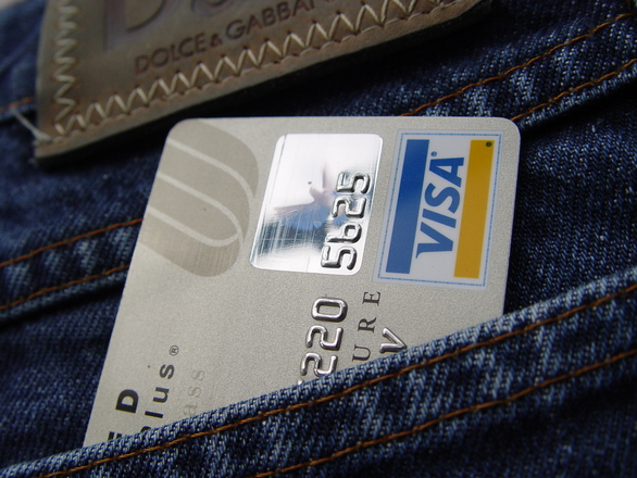 6 Good Reasons to Finally Get Your Own Credit Card