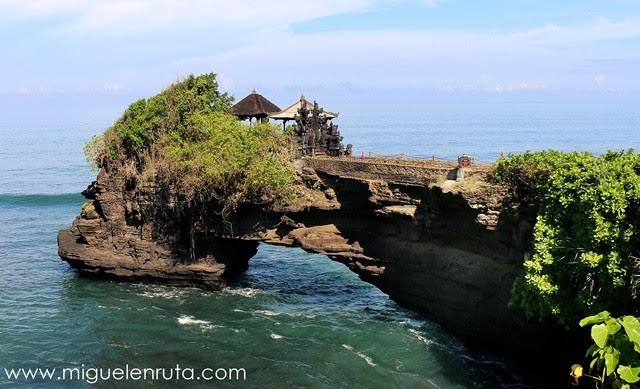 Pura-Batu-Bolong-Bali