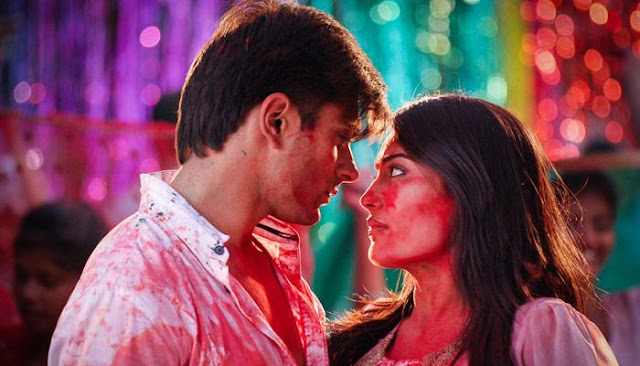 Best happy holi shayari with celebrity  photo falling in love in holi