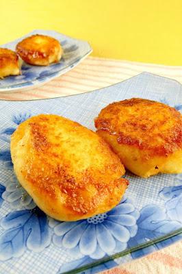 チーズ入りいももちは材料2つなのに簡単で人気のじゃがいも料理