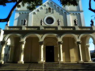 Imagens de Santos na Fachada da Catedral São José, em Criciúma