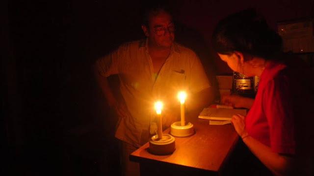Marabinos llevan casi 20 horas sin electricidad