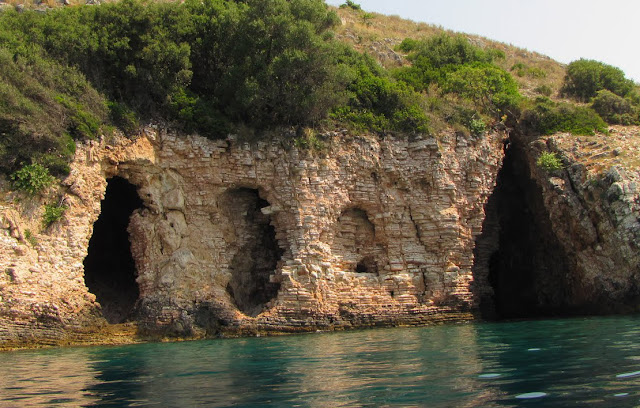Θεσπρωτία: Αναξιοποίητα και ανεξερεύνητα τα σπήλαια της Θεσπρωτίας...