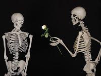 5 Bukti Kuat Bahwa Cinta Itu Memang Buta