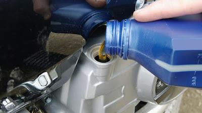 Lima Tanda - Tanda Oli Motor Cepat Habis Dan Cara Mengatasinya