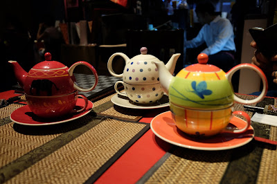 Unique pots-on-cups of tea at Smile Thailand restaurant, Asakusabashi, Tokyo.