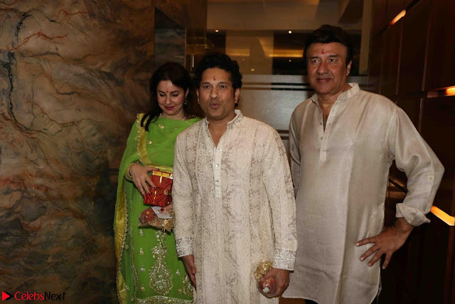 Sachin Tendulkar with his wife at Mata ka Jagrata hosted by Anu Malik 01.JPG