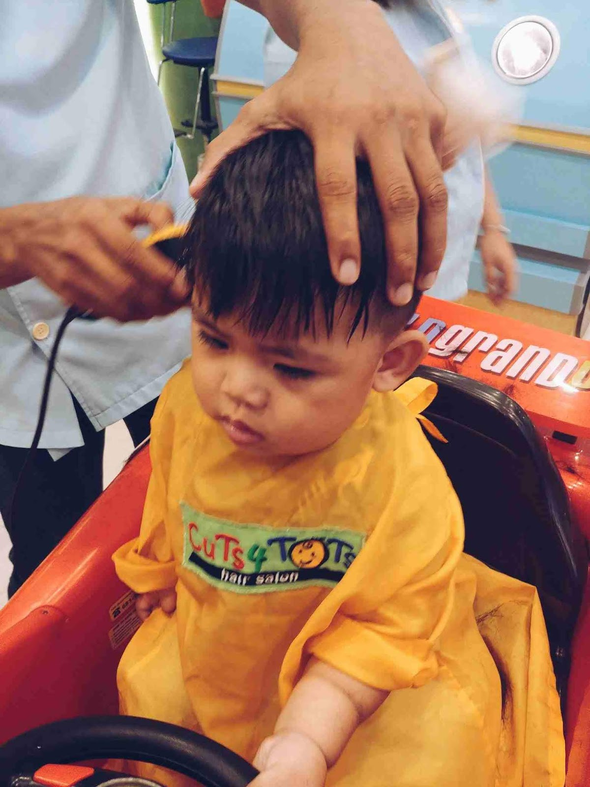 Miguel looking relaxed at Cuts 4 Tots