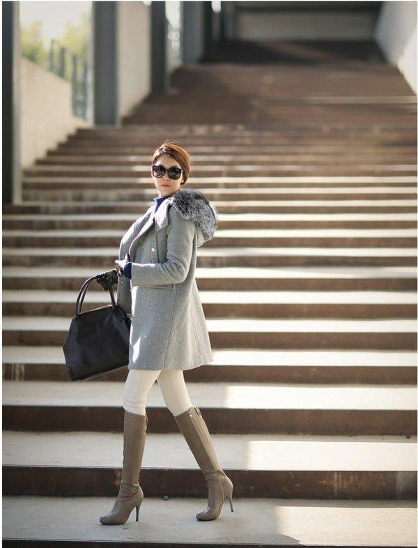 Kiểu áo dạ cổ lông gam màu xám sang trọng kết hợp boost cao cổ năng động