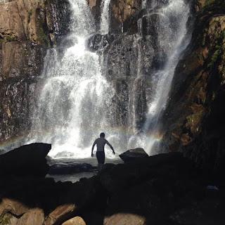 Na Rota Márcia Prado, uma parada para 'pegar' uma cachoeira, pois afinal de contas ninguém é de ferro