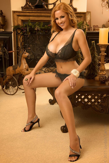 hot-sexy-Jordan-Carver-Christmas-2011-photo-shoot-picture-5