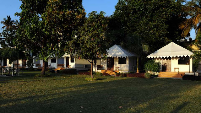 Lake Side Luxury Hotels in Udaipur