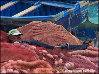 Pêcheur qui se repose à Essaouira