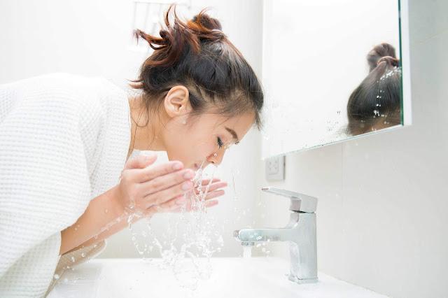 """Mách bạn cách rửa mặt """"chuẩn"""" cho da mụn"""