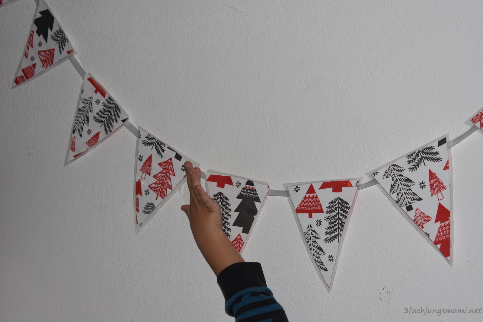 Adventskalender diy weihnachtsgirlande 3 fach jungsmami - Weihnachtsgirlande basteln ...