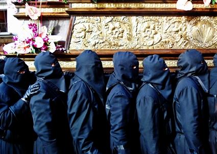 Braceros de la cofradía del Dulce Nombre de Jesús Nazareno. León. Foto G. Márquez.