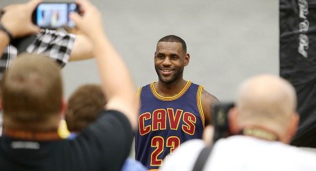 Facebook da un paso más allá y retransmitirá NBA