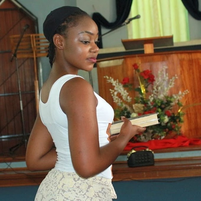 18+ : Big bum Nigerian lady shoots out her huge backside while praying in church (Photos)