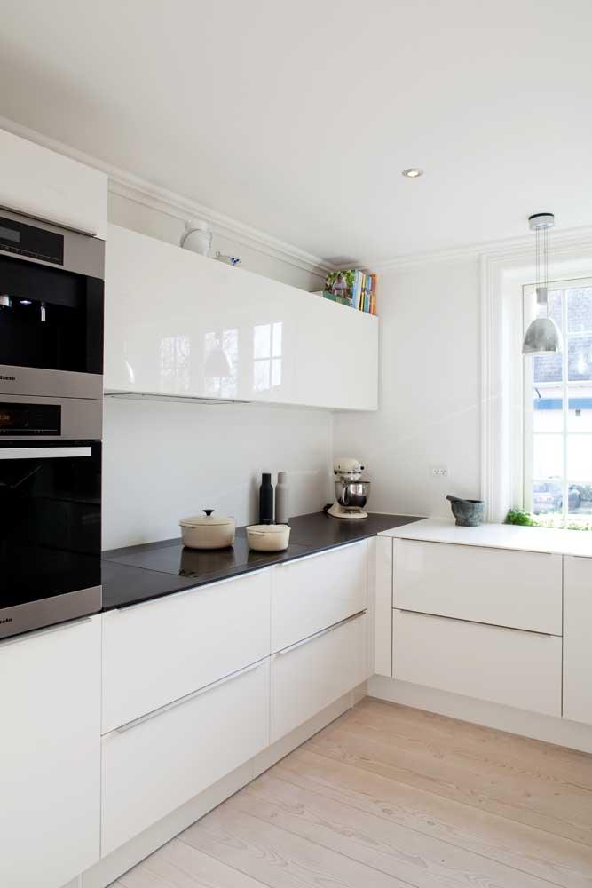 Howdens Gloss Flint Grey Integrated Handle I like 2 ovens and