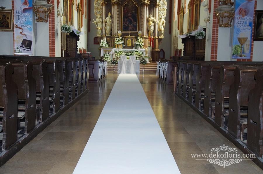 Ślubna dekoracja kościoła w Grodkowie