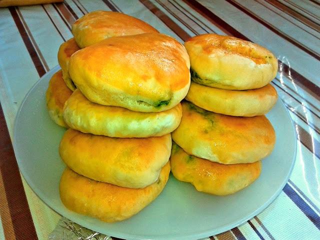 рецепт дріжджових пиріжків солоних з сиром і шпинатом