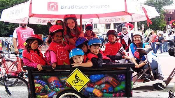 Férias escolares: atividade na rua e em família
