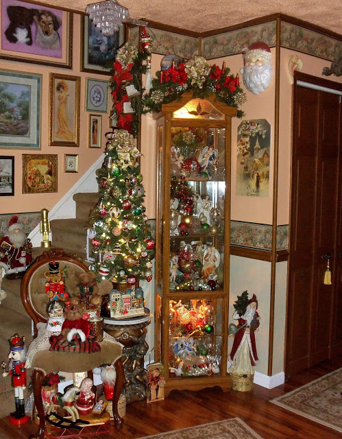 """An """"Old Fashioned"""" Christmas in the Living Room, Christmas Home Tour, 2017"""