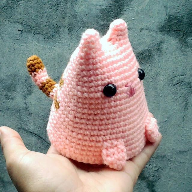 crochet dumpling kitty - pattern by Sarah Sloyer - nephithyrion