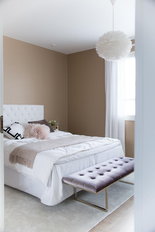Villa H, sisustaminen, makuuhuoneen sisustus, hattara matto, Fiona bench, Ruth & Joanna, Zarro