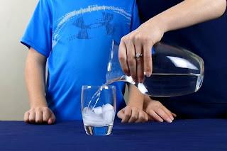 Percobaan Mengangkat Es Batu dengan Tali