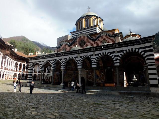 El patio principal del Monasterio de Rila