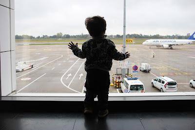 7 coisas sobre viajar com bebés de avião