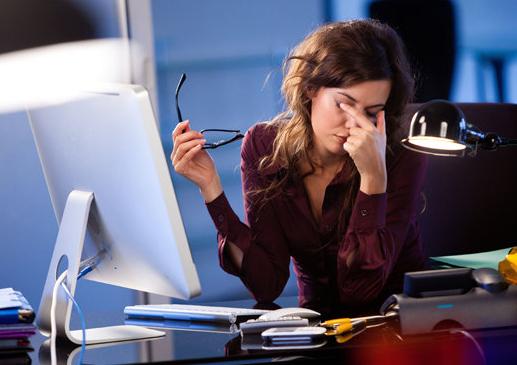 Pernahkah kau merasa lelah pada mata dan pusing ketika di depan komputer 6 Tips Bekerja di Depan Komputer Agar Tetap Sehat dan Nyaman