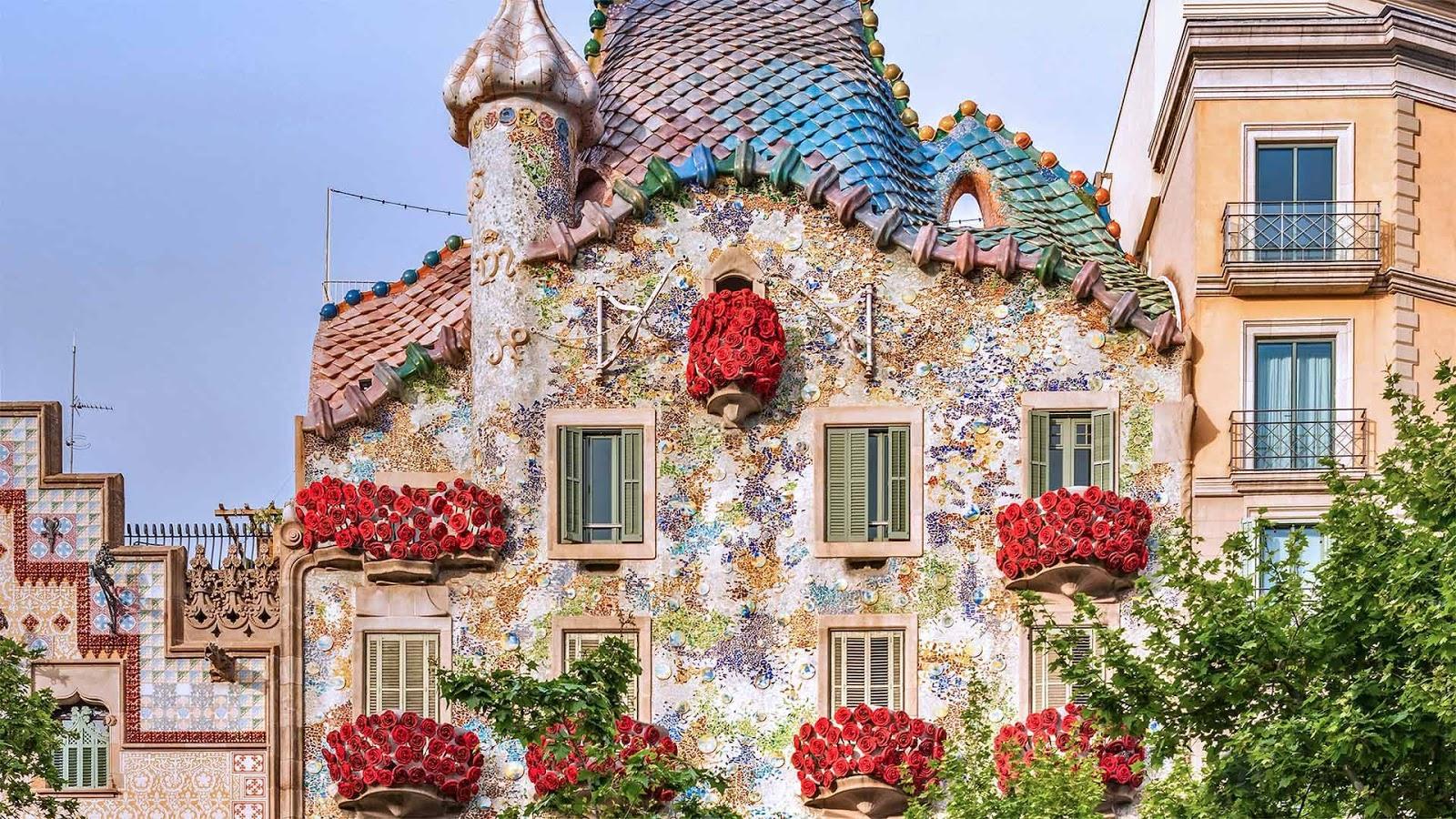 Casa Batlló, Barcelona, Spain © Jon Arnold Images Ltd/Alamy